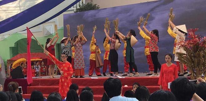 Học sinh làm dự án về di sản văn hoá