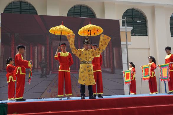 Học sinh thi nhau hóa Trần Quốc Toản, Bảo Đại, Đắc Kỷ, Tutankhamun...